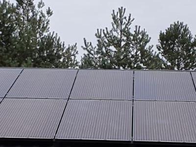 Passive Energy montaż paneli na dachu