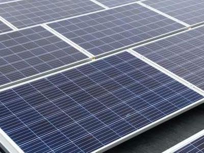 instalacja pobierająca energię słoneczną